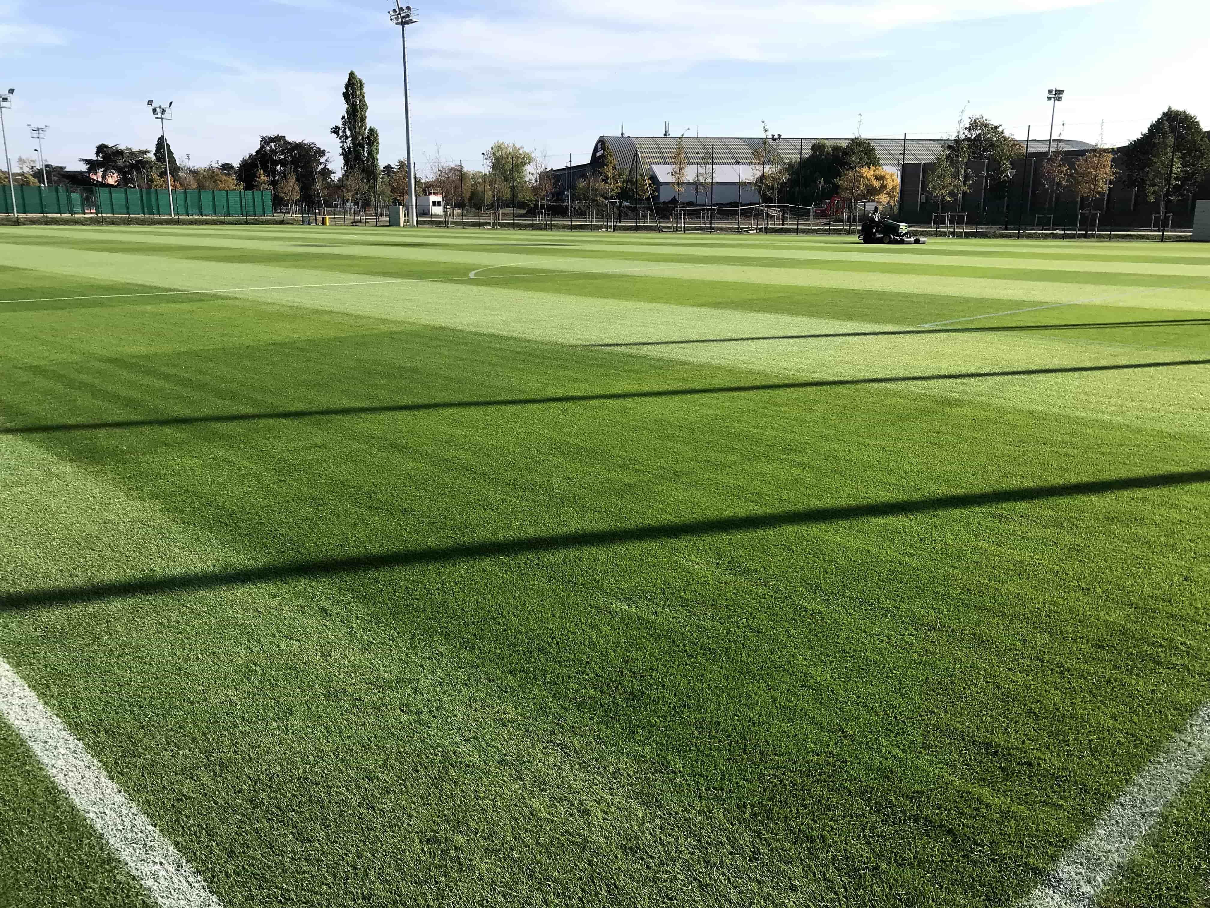 Photo de la pelouse du terrain d'entraînement de l'INSEP équipé d'AirFibr